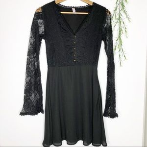 🌵50% OFF- Xhilaration- Long Sleeve Lace Dress